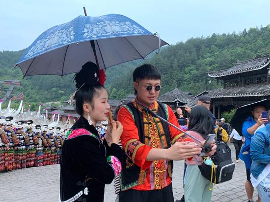 """5月27日,安秋金在贵州为当地农产品进行直播""""带货""""。受访者供图"""